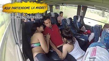 Gisselle Montes y su amiga comparten una reata en el camión