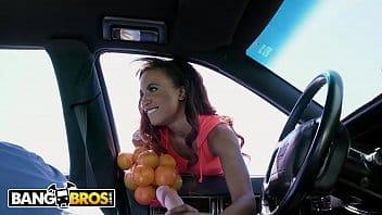 Demi Sutra vendía naranjas y terminó con una verga bien metida