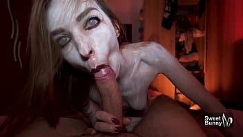 Chica poseída por seres infernales mamó verga en cabaña