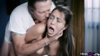 Predicador se coge a Alina Lopez por ver películas prohibidas